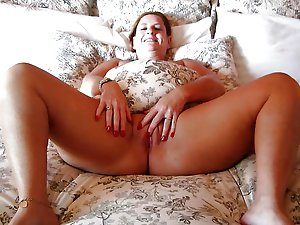 Remarkable mature woman in xxx gallery