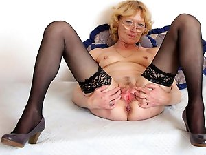 Inviting older prostitute is masturbating