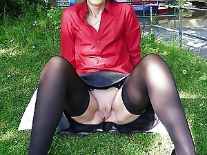 Amateur mature housewife revealing her knocker