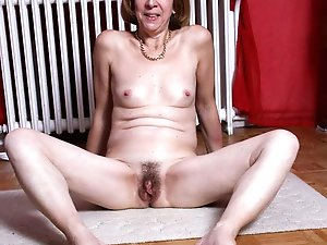 Gallant mature momma get naked for you