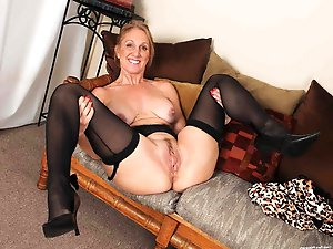 Naughty aged gilf in her solo play