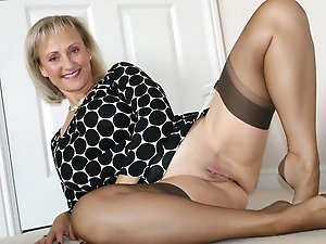 European mom giving pussy
