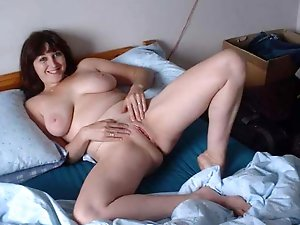 Lovely experienced MILF posing totally naked on picture