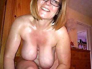 Older babe playing with her knocker