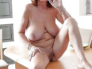 Filthy mature woman in her solo play
