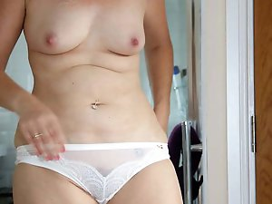 Sweet mature MILF get nude for you
