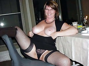 Tempting old milf cheating like a pro